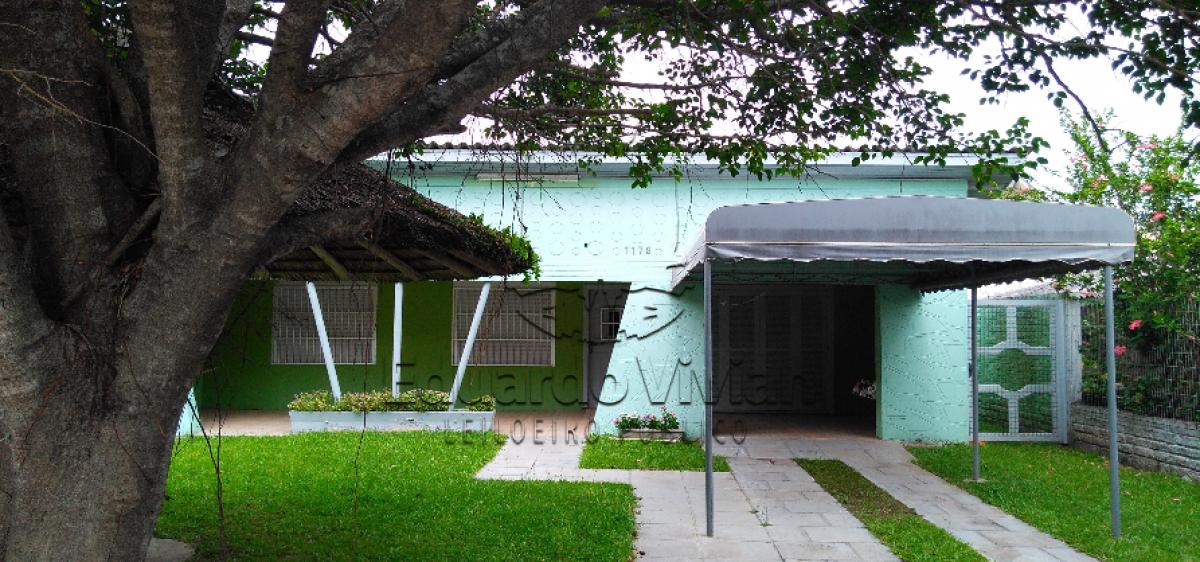 """""""Uma casa em alvenaria com garagem, localizada na Travessa Padre Feijó, 1179, em Tramandaí"""